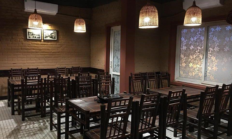 màu sơn nhà hàng màu đen